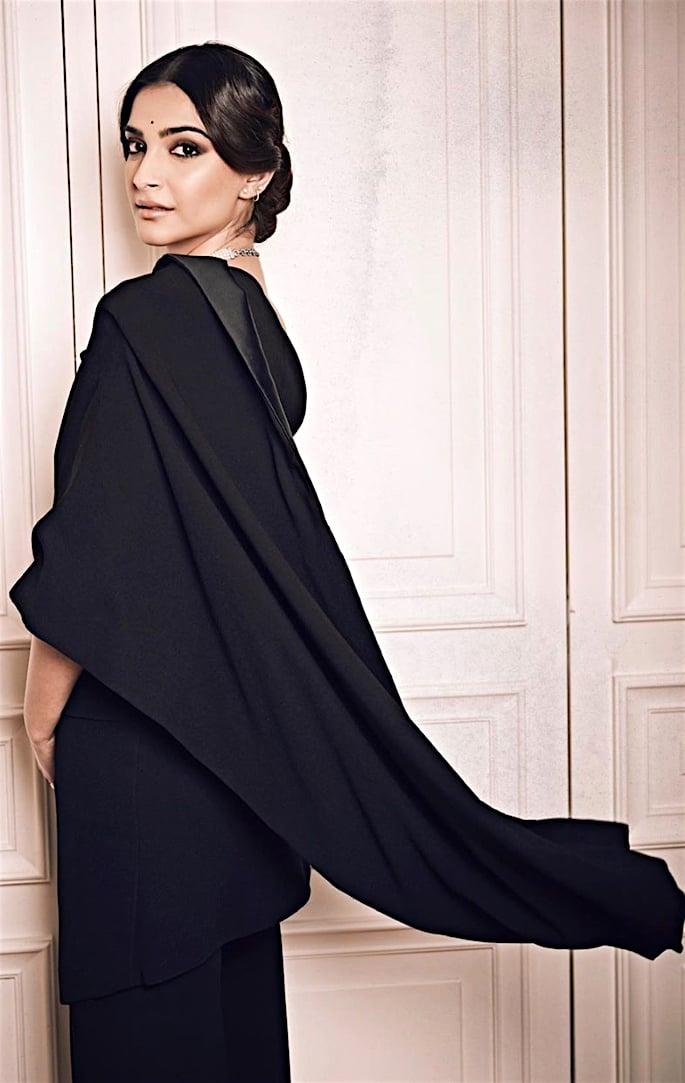 Lush Looks of Sonam Kapoor at Paris Fashion Week - pallu