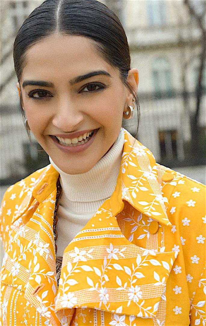 Lush Looks of Sonam Kapoor at Paris Fashion Week - smile