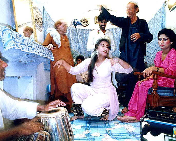 The History of Mujra Dancing in Pakistan - IA 2