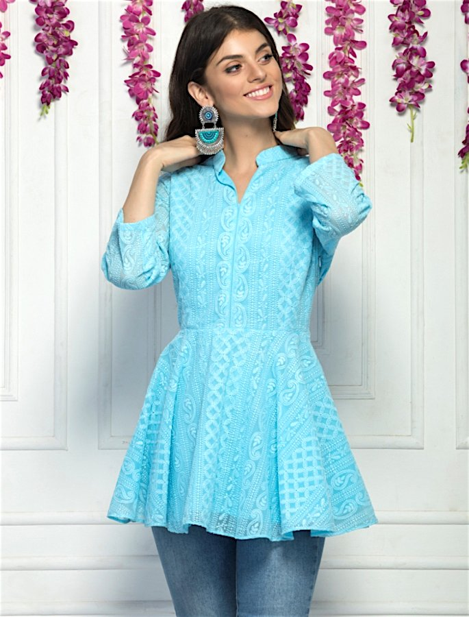 20 Stylish Kurtis to Wear with Jeans - 16