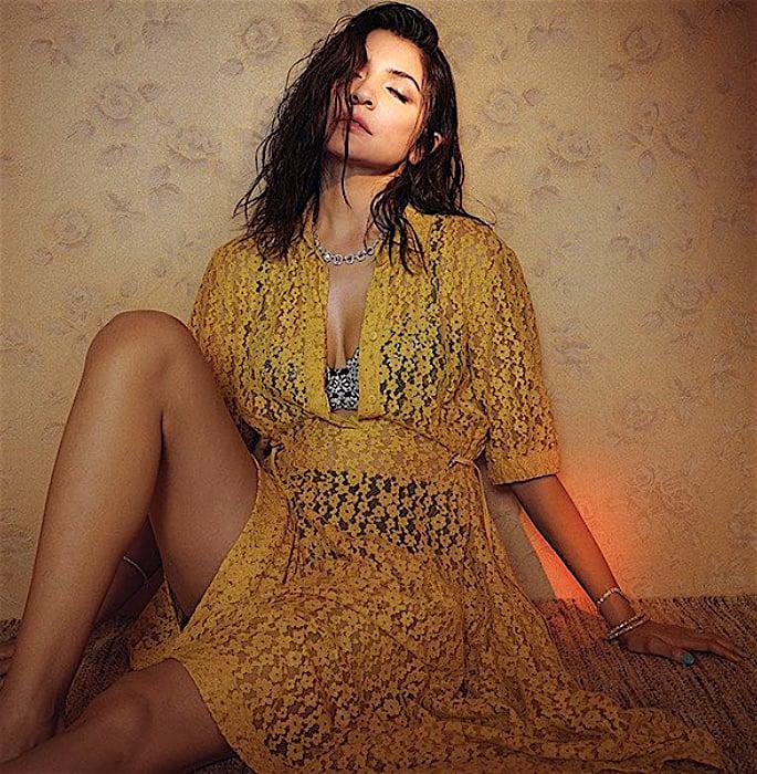 अनुष्का शर्मा बॉलीवुड से अपनी अनुपस्थिति बताती हैं - पीला