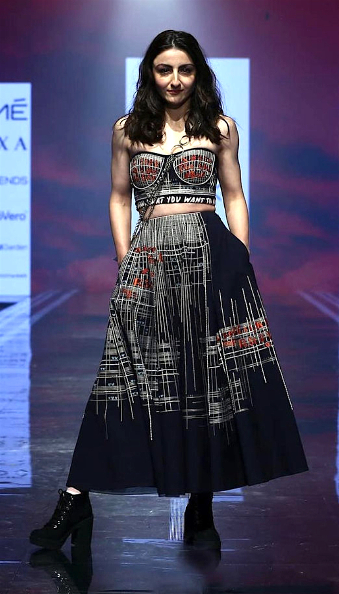 Bollywood Stars Walk the Ramp at Lakme Fashion Week 2020 - soha