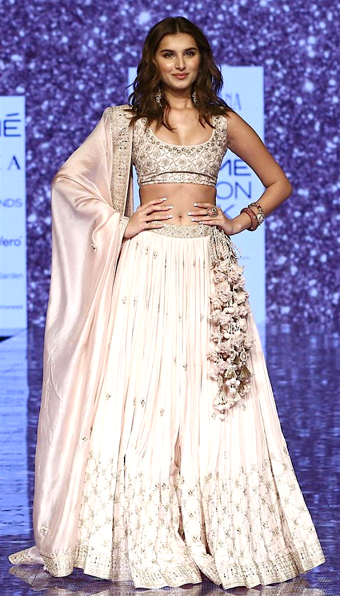 Bollywood Stars Walk the Ramp at Lakme Fashion Week 2020 - tara