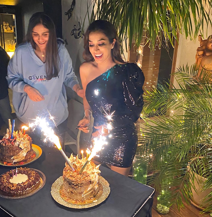 Bollywood Stars attend Sophie Choudry's Birthday Bash - cake