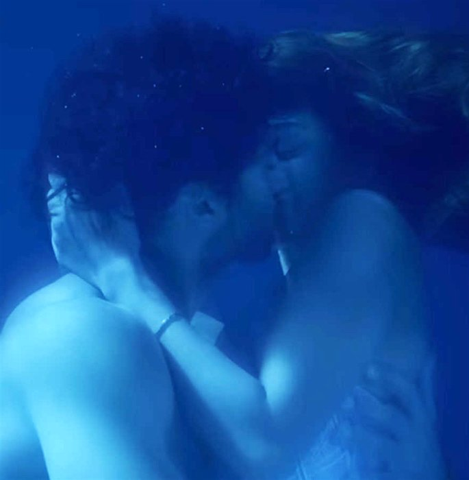 Disha Patani talks 'Underwater Kissing Scene' in Malang - kiss