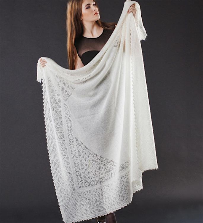 15 Best Shawls and Wraps to Warm Up your Style - Orenburg Shawl