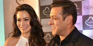 Are Salman Khan and Waluscha De Sousa new BFFs? f