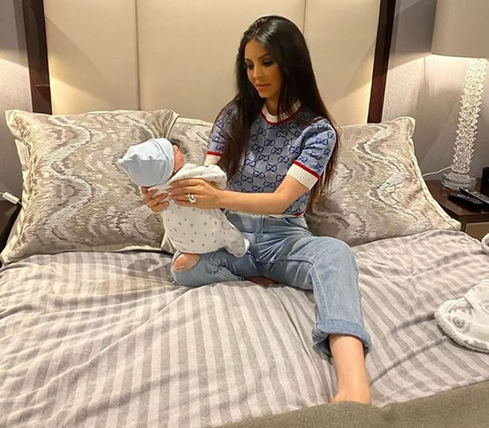 Faryal Makhdoom shares picture her with Newborn Prince