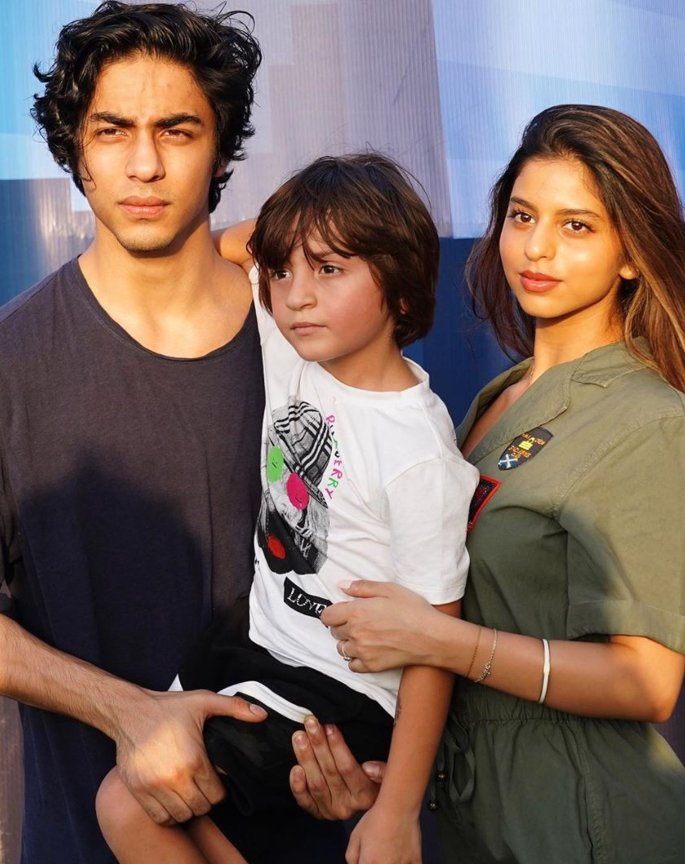 Suhana Khan makes her Private Photos now Public - siblings