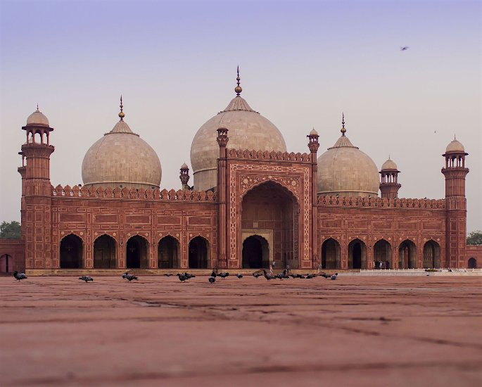 Top 5 Forms of Mughal Architecture - Badshahi Mosque