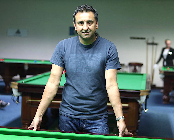 Who won the first Snooker Gold Medal in Cue Sports? - IA 4