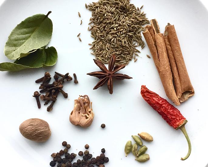 भारतीय खाद्य के लिए 10 शीर्ष पाक कला युक्तियाँ - सेंकना