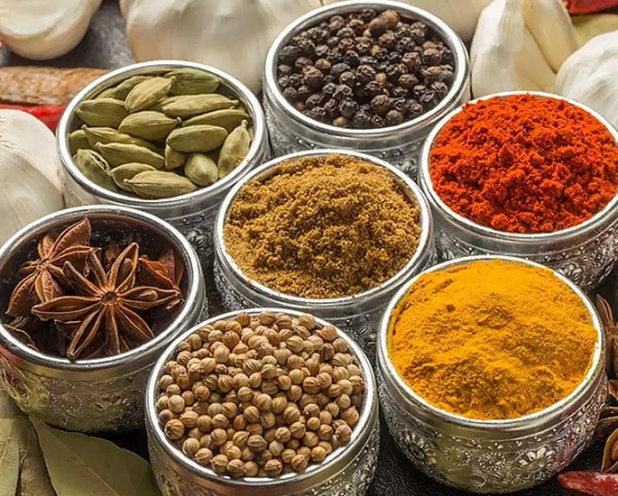 भारतीय खाद्य - मसालों के लिए 10 शीर्ष पाक कला युक्तियाँ