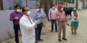 65 वर्षीय भारतीय मैन क्वारेंटाइन में 38 मेडिकल स्टाफ को तैनात करता है