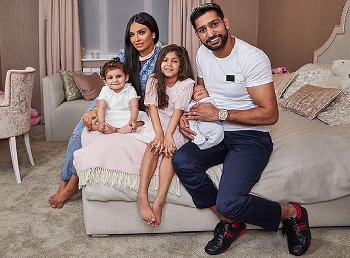 Faryal Makhdoom replies to Fans of Family Photo - full