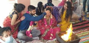 भारतीय दुल्हन दहेज मुक्त शादी के लिए कानून में आती है