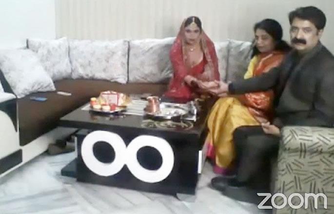भारतीय शादी ज़ूम वीडियो ऐप का उपयोग करके जगह लेता है - दुल्हन
