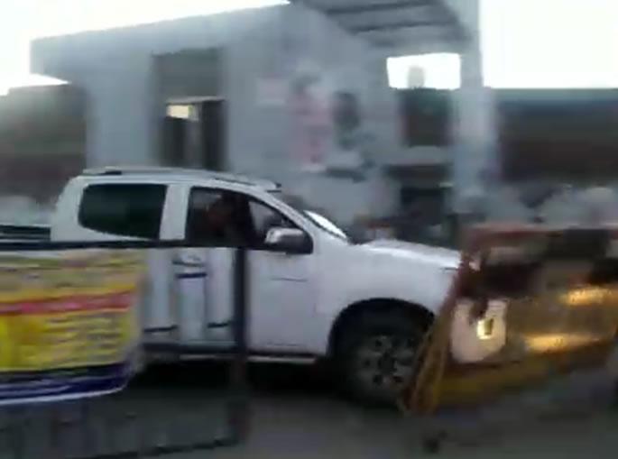 Nihang Singhs attack Punjab Police & Cut-Off Officer's Hand - van ram