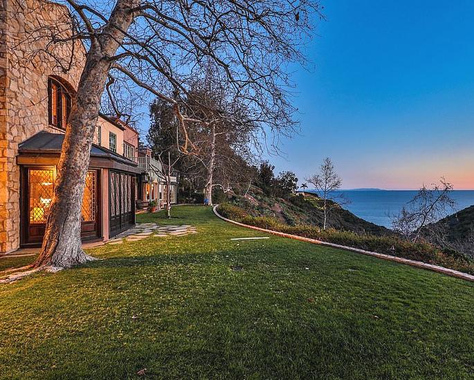 Prince Harry & Meghan buy Mel Gibson's $15m Mansion 2