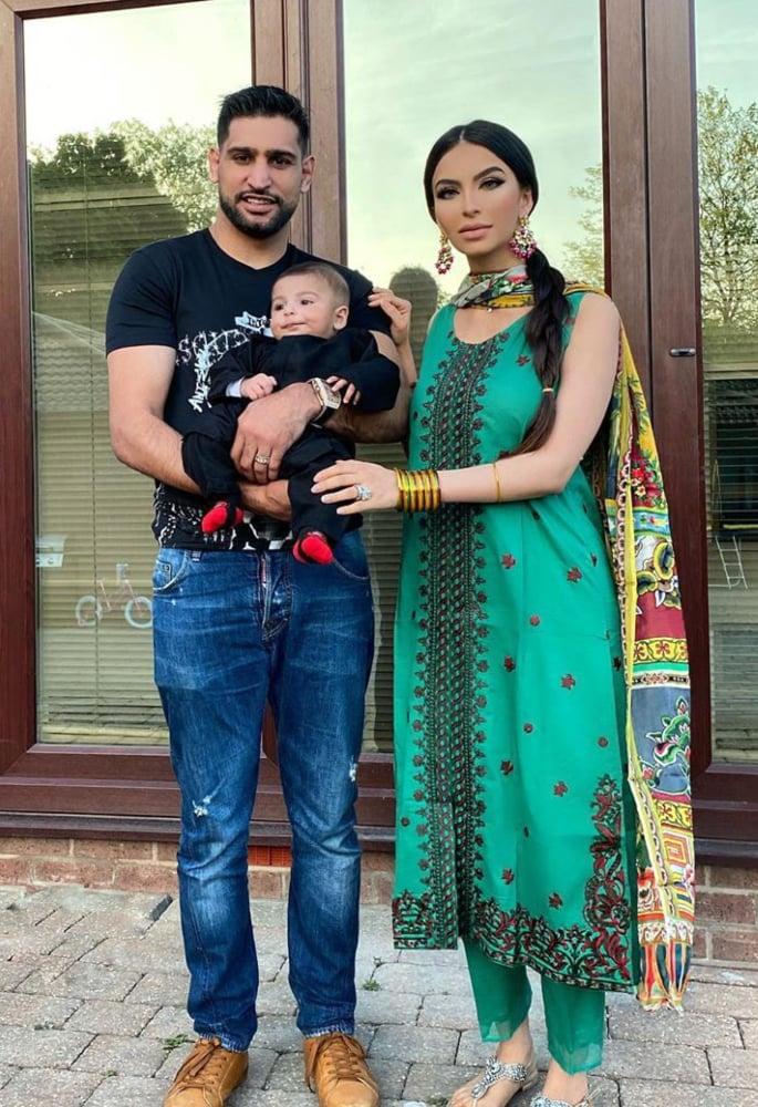 Boxer Amir Khan reunites with Parents & Introduces Son - trio