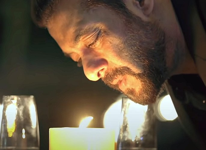 Salman Khan breaks records with His Song 'Tere Bina' - lightsout