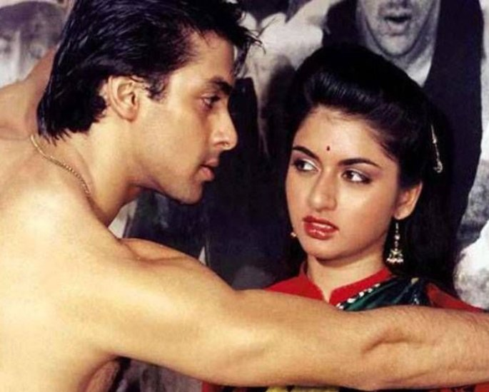 Salman was told to 'Catch and Smooch' actress Bhagyashree? - shirtless
