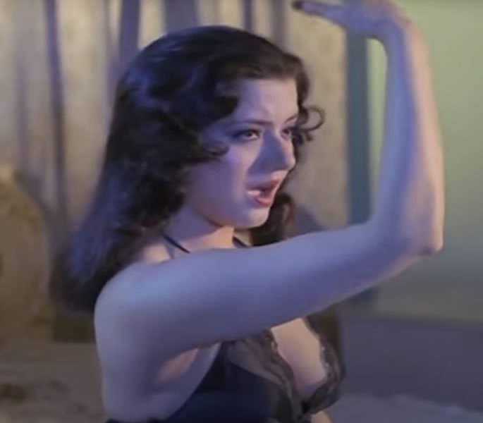 Where is Bold Scenes actress Jasmin from Veerana - song