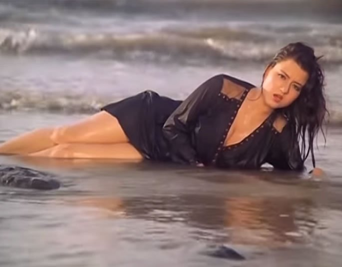 Where is Bold Scenes actress Jasmin from Veerana - water