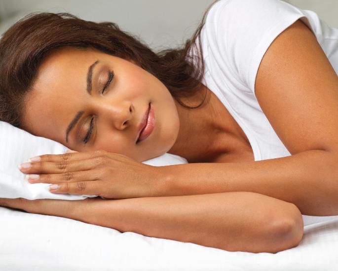 ब्राउन मुलींसाठी 10 सर्वोत्कृष्ट स्किनकेअर टिपा - झोपा