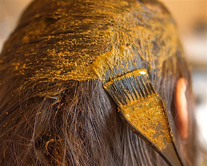 સ્વસ્થ વાળ માટે શ્રેષ્ઠ દેશી ઘરેલું ઉપાય - મેંદી