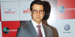 Ronit Roy says he is 'Selling Things' to support '100 families'