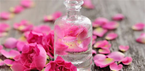 10 Best Benefits of Rose Water f
