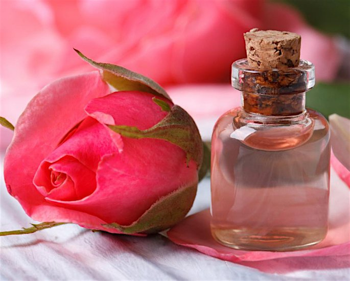 10 Best Benefits of Rose Water - rose