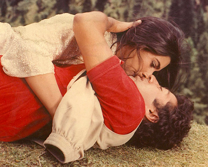 10 Bollywood Actresses Who had Lovers and Affairs - IA 11