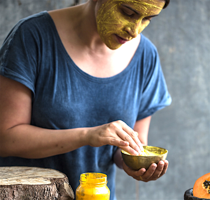 10 Ways To Use Turmeric In Your Beauty Routine - mask2