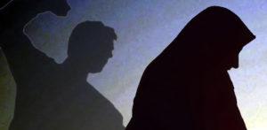 ইন্ডিয়ান ম্যান মাকে হত্যা করেছে এবং ফিল্মসকে তার খুন করেছে এফ