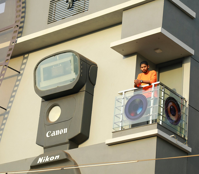 Indian Photographer builds Camera-shaped House 2