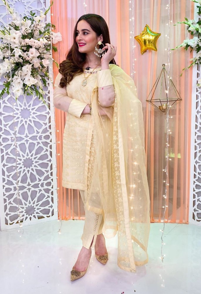 Pakistani actress Aiman Khan reveals how she lost weight - pose2