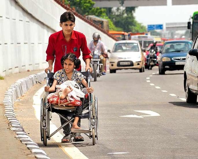 भारत में विकलांग लोगों के लिए दैनिक दुर्दशा - सड़क