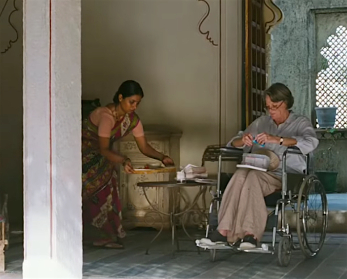 10 Hollywood Actresses who Filmed in India - maggie smith