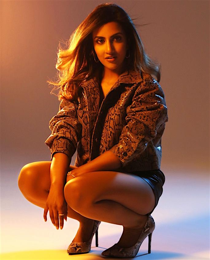 Avina Shah & Chris Gayle collaborate for 'Groove' - avina1