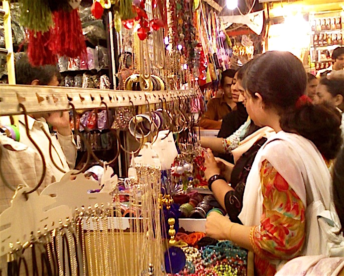 12 things to know before visiting Pakistan - shopping