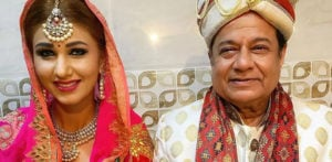 Jasleen Matharu & Anup Jalota Photo sparks Marriage Rumours f