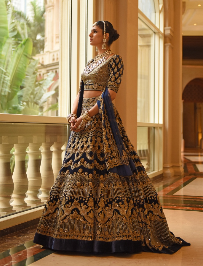 LFW 2020_ Manish Malhotra pays Tribute to Artisans - blue