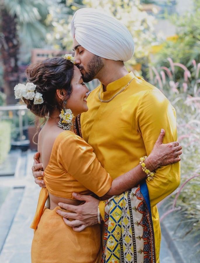 Neha Kakkar Weds Rohanpreet Singh in Delhi - haldi