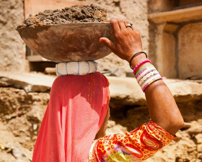 ભારતમાં ગરીબ મહિલાઓને 'ઘરેલુ - કામ પર જાતીય જાતીય શોષણ કરવું પડે છે