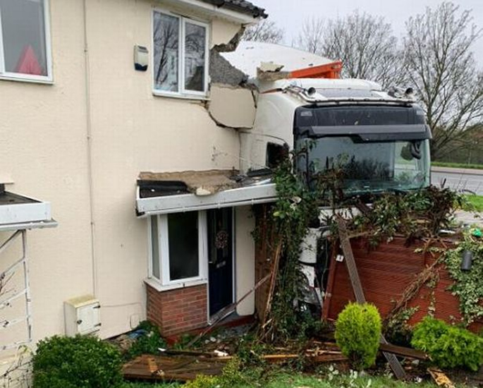 B&Q Lorry Driver banned after Smashing into a House