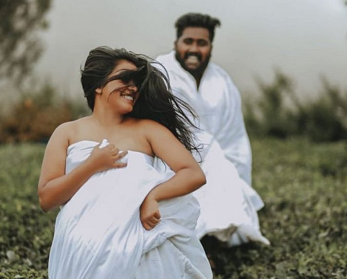 Indian Couple trolled for Intimate Wedding Photoshoot 2