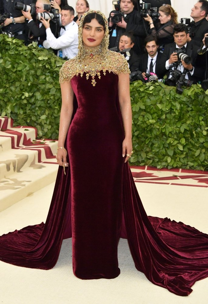 Priyanka Chopra almost Suffered Wardrobe Malfunction - met gala