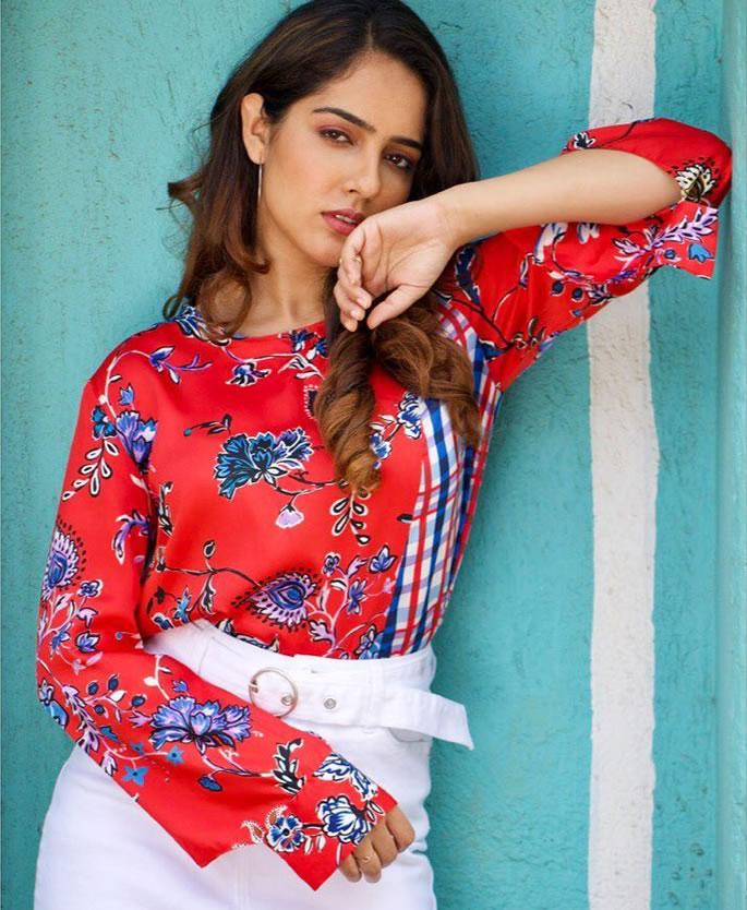 TV Actress Malvi Malhotra attacked for Refusing Marriage Proposal - pose